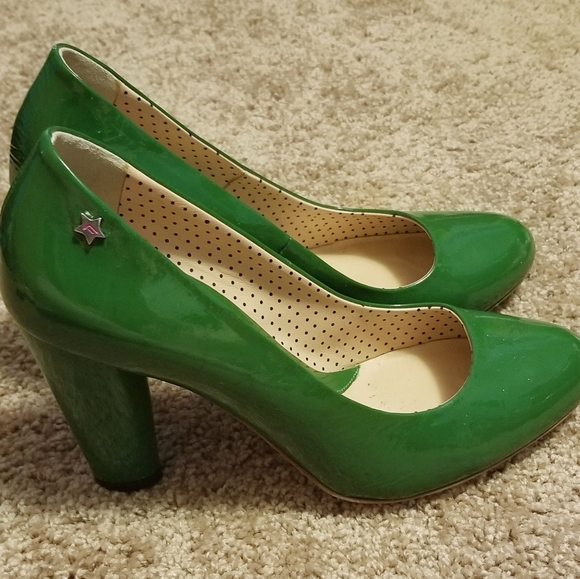 Patent leather green Pumps